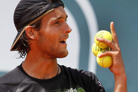 """A visibly confused Joao Sousa responds to the equally confused """"Fanatics"""""""