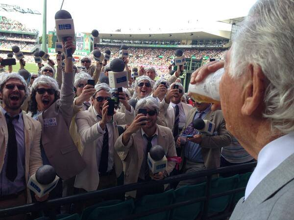 Former Prime Minister, Bob Hawke, breaks thirty years as a non-drinker and smashes a mid strength beer